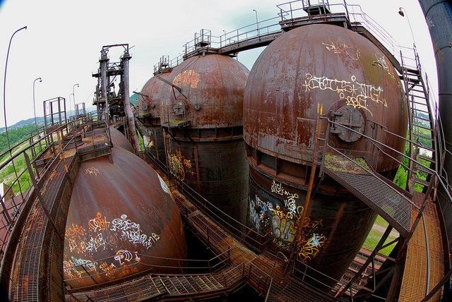 Looking down on hot stoves from the elevated walkway. Fisheye perspective. – Author: Roy Luck – CC by 2.0