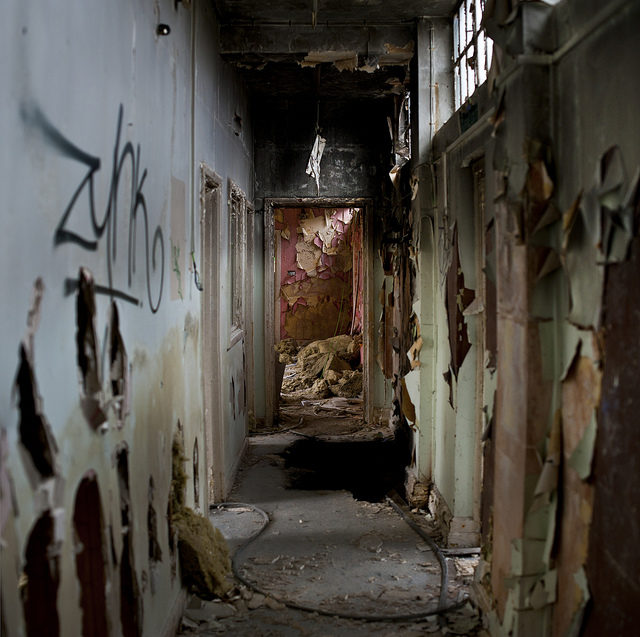 A decaying hallway. Author: Jordan Woods CC BY 2.0