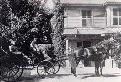 A horse chariot. Author:StarscreamPublic Domain