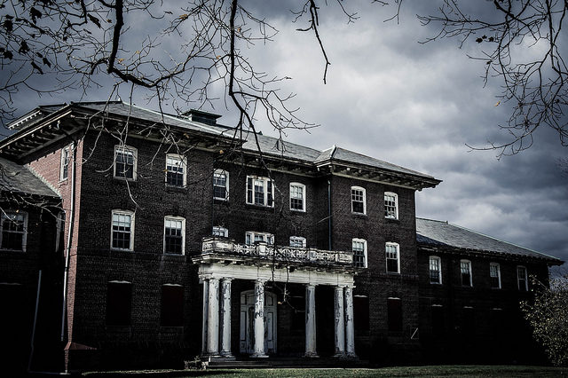 A long forgotten hospital. Author:Wiggle Butts PhotographyCC BY-ND 2.0