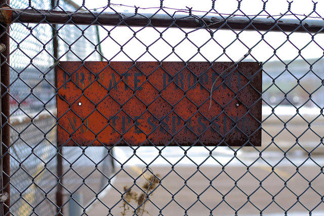 A rusty warning sign. Author:Michael HicksCC BY 2.0