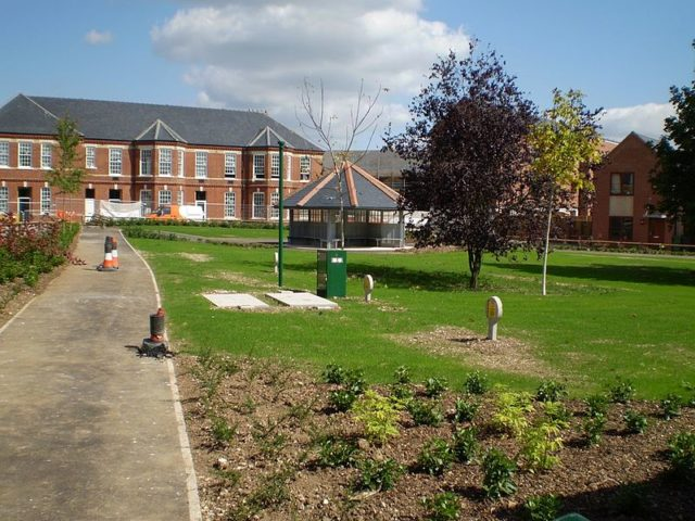 A view of the redeveloped Park Prewett Hospital. Author:TbottenCC BY-SA 3.0