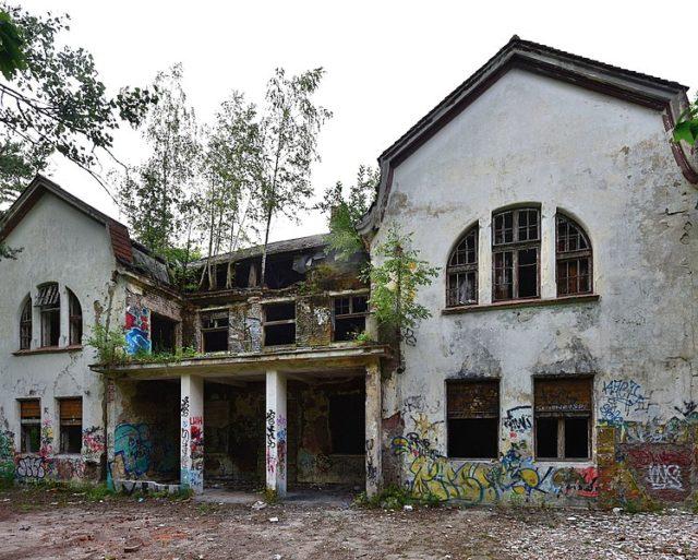 Abandoned building of the Zofiówka Sanatorium. Author:Adrian GrycukCC BY-SA 3.0 pl