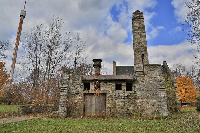 Abandoned building on the island. Author: Michael R Stoller Jr CC BY-ND 2.0