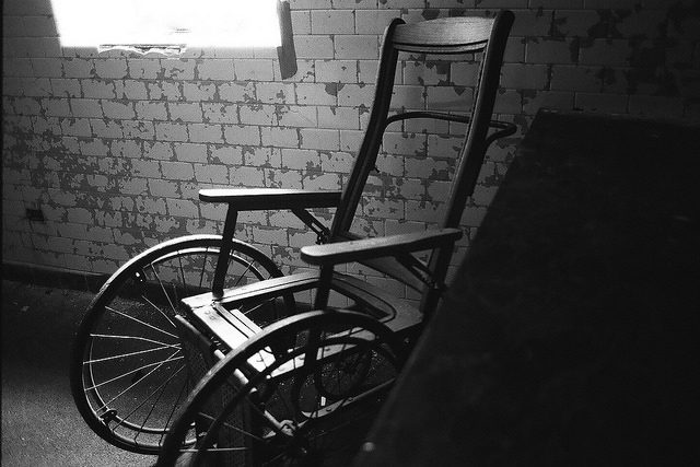 An old type of wheelchair. Author:Dan GroganCC BY 2.0