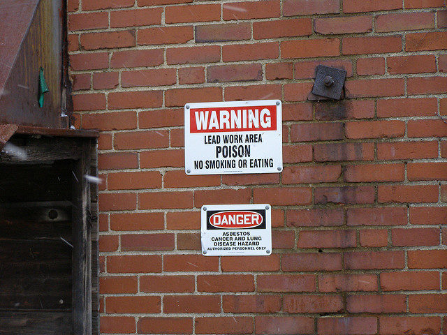 Asbestos cancer and lung disease hazard sign. Author: Mike CC BY-ND 2.0