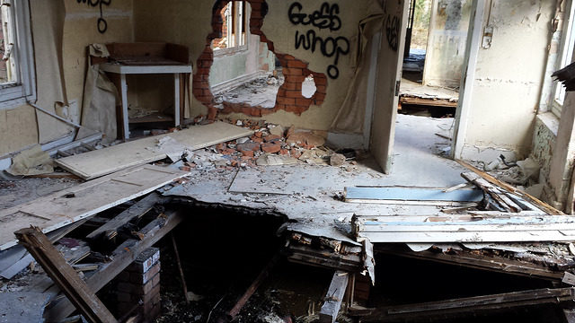 Collapsed floor. Author: Bailey Hurlow CC BY-SA 2.0