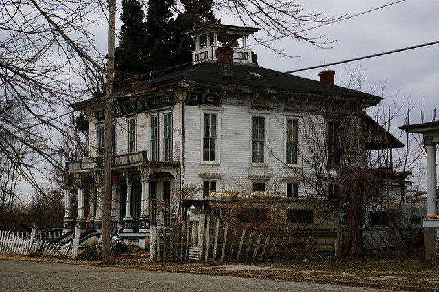 Decaying homes. Author:Roland KloseCC BY-ND 2.0
