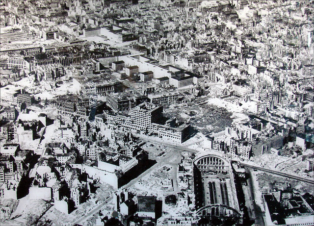 Destroyed Berlin with the Anhalter Bahnhof in the lower right part of the picture. Author:Jean-Pierre DalbéraCC BY 2.0