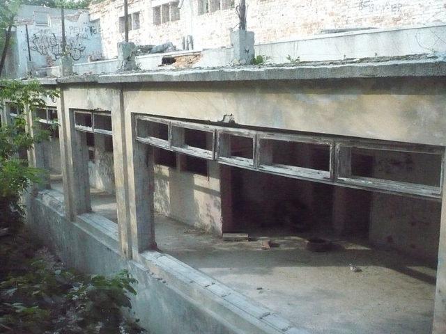 Eerie long corridor different angle.Author:HigroskopijnyPublic Domain