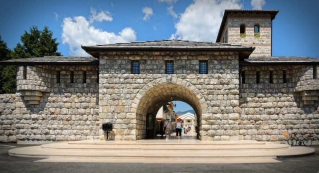 Main entrance of the Andricgrad. Author: UkiUros. CC BY-SA 3.0