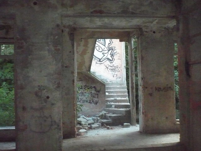 Ghostly remains from the past.Author:HigroskopijnyPublic Domain