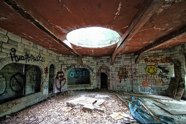 Inside one of the structures at the Enchanted Forest. Author:Forsaken FotosCC BY 2.0
