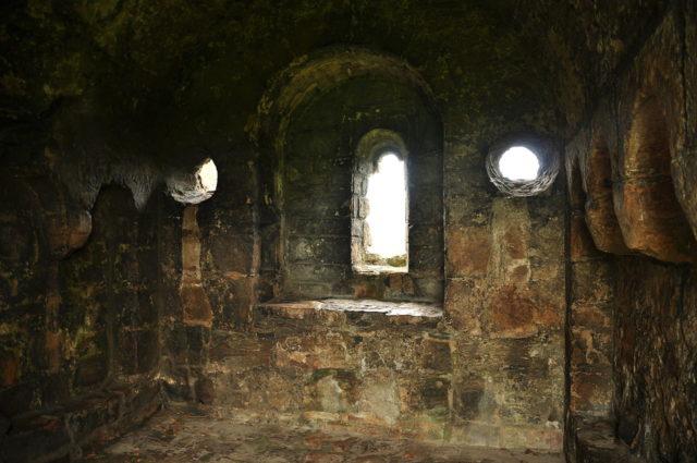 Inside the castle. Author: Nilfanion. CC BY-SA 4.0