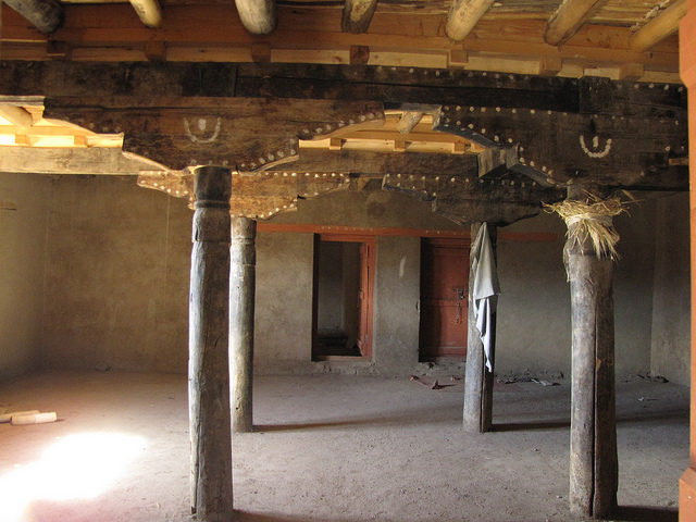 Inside the ruined palace. Author: Christopher John SSF. CC BY 2.0