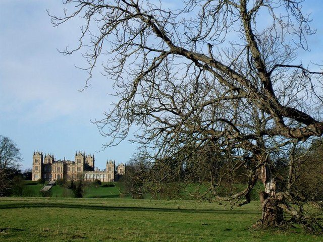 Mentmore Towers across its grounds. Author: Rob Farrow. CC BY-SA 2.0