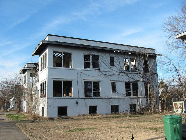 One of the abandoned buildings. Author:hickory hardscrabbleCC BY 2.0