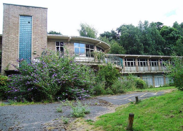 Standish Hospital completely abandoned. Author:bazzadaramblerCC BY 2.0