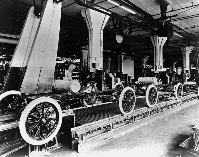 The assembly line. Author:Tullio Saba