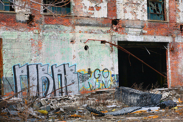 The big empty walls are perfect for graffiti. Author:Ray DumasCC BY-SA 2.0