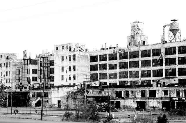 The factory in ruins. Author:Todd KuleszaCC BY-SA 2.0