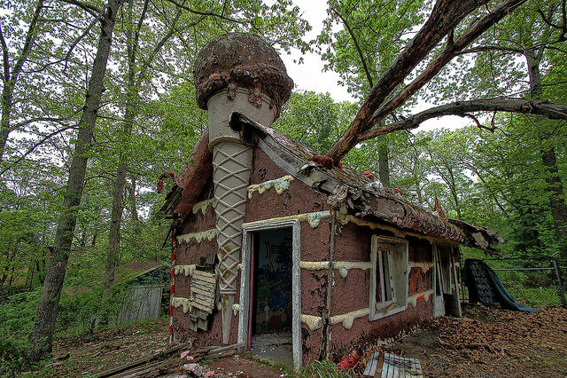 The forgotten sweet house. Author:Forsaken FotosCC BY 2.0