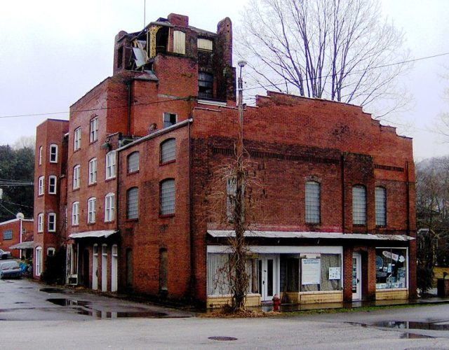 The hospital's facade. Author: Brian Stansberry CC BY 3.0