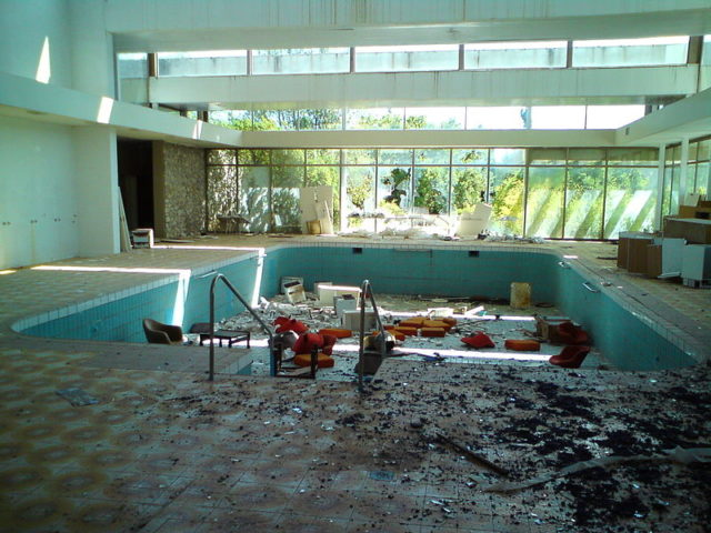 The indoor pool filled with furniture. Author:Tor LindstrandCC BY-SA 2.0