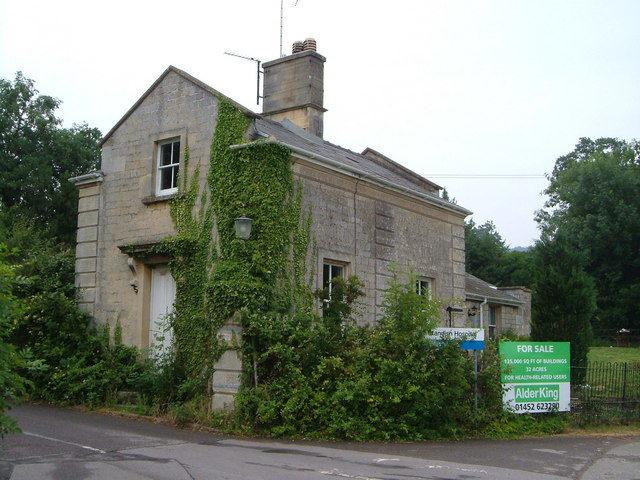 The Standish Lodge. Author:Derek HarperCC BY-SA 2.0