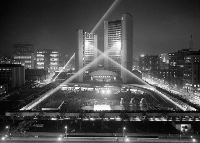 Toronto's New City Hall, where Shea's Hippodrome once stood. Author: Toronto Fire Department. CC BY 2.0