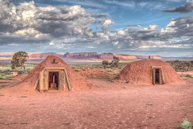 Navajo Hogan in Monument Valley. Author: Dsdugan. CC BY-SA 4.0
