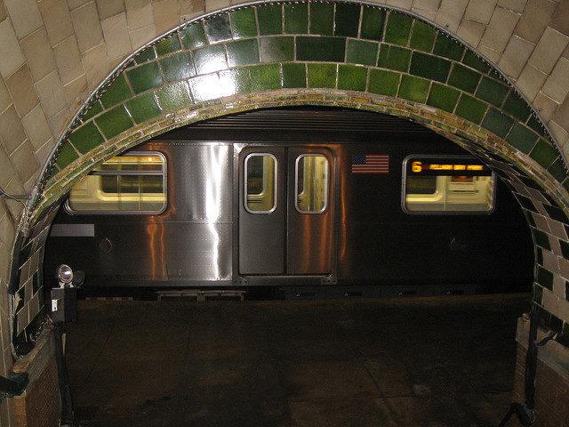 City Hall Subway Station passage – Author: Salim Virji – CC BY 2.0