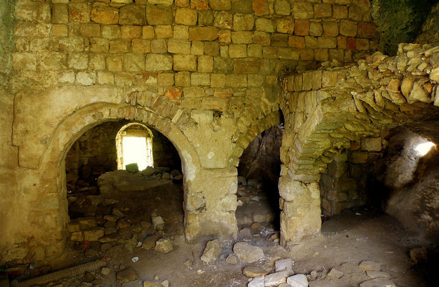 The interior of one of the houses. Author: RonAlmog – CC BY 2.0