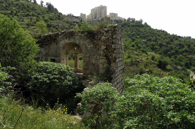 The historic ruins are in danger of the modern age. Author: RonAlmog – CC BY 2.0