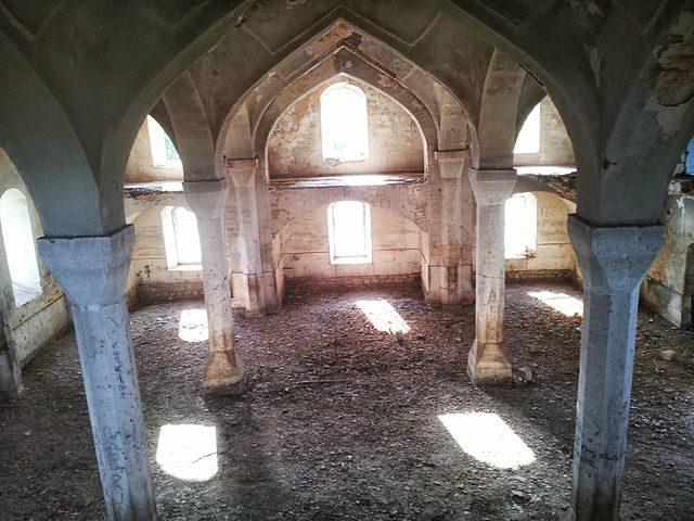 Interior of Aghdam Mosque/ Author: Vagharsh – CC BY-SA 3.0