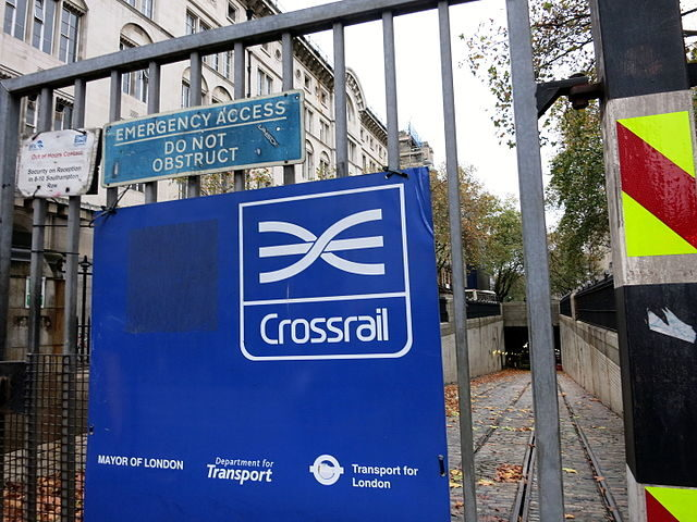 A crossrail sign at the Southhampton Row entry to the Kingsway tram subway. Author: Nick-D – CC BY-SA 4.0
