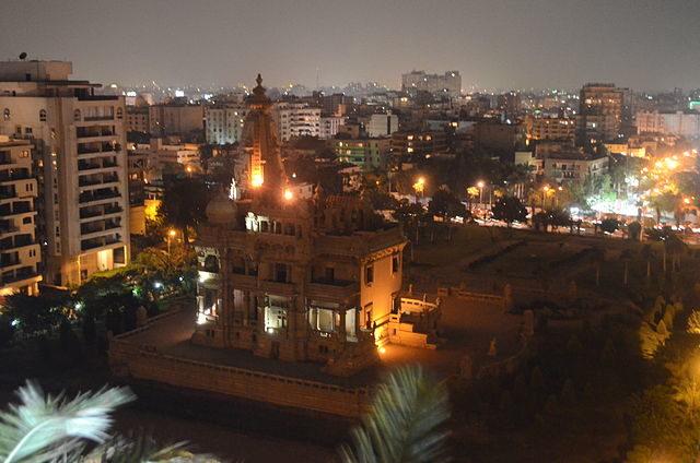 The palace at night/ Yehia2amer – CC BY-SA 3.0