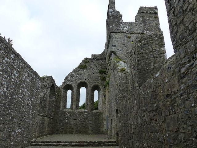 The stone walls still stand proudly/ Author: ÁineNicDháibhéid – CC BY-SA 4.0