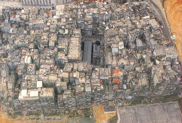Aerial view of the Kowloon Walled City – Author: 準建築人手札網站 Forgemind ArchiMedia – CC BY 2.0