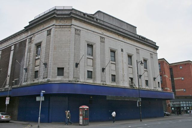 The former Odeon Cinema, on Oxford Road, Manchester. Author: Mike Peel. CC BY-SA 4.0