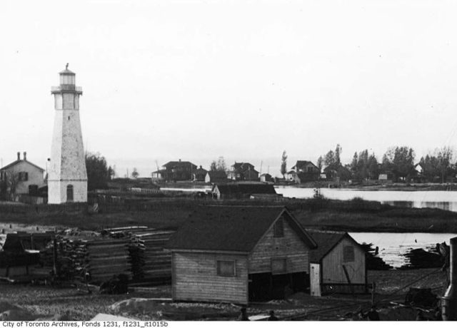 a photograph depicting the lighthouse and its surroundings from 1909. Author: Arthur S. GossCC BY 2.0