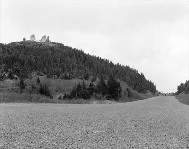 A station on top of a hill. Author:Rob StapletonPublic Domain