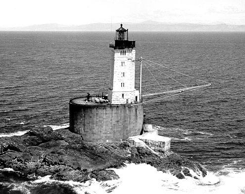 An old photo of the lighthouse. Author:USCG – USCGPublic Domain