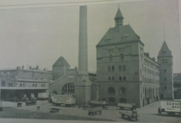 Machine and brewing house of the brewery just before 1910.