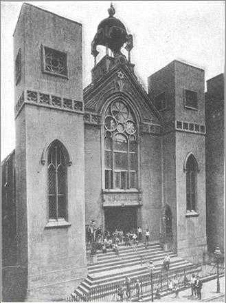 Beth Hamedrash Hagodol at the beginning of the 20th century, after the renovation, with some of its Gothic features remaining.