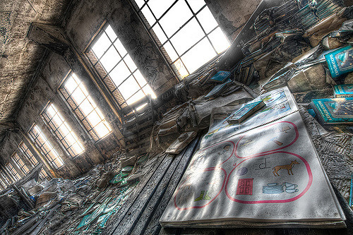 Detroit Public Schools Book Depository interior during daylight. Author:Shane GorskiCC BY-ND 2.0