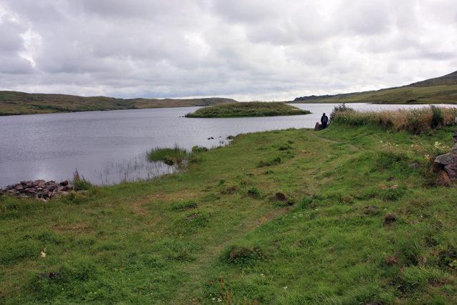 Eilean na Comhairle from Eilean Mor/ Author: Peter Church – CC BY-SA 2.0