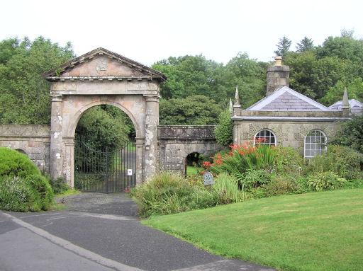 The Gate house/ Author: Kenneth Allen – CC BY-SA 2.0