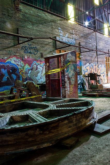 Graffiti covered interior. Author:Colin KnowlesCC BY-SA 2.0