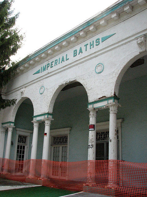 Imperial Baths ready for renovation. Author:bobistravelingCC BY 2.0